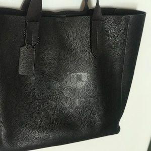 Hardly used coach shoulder bag